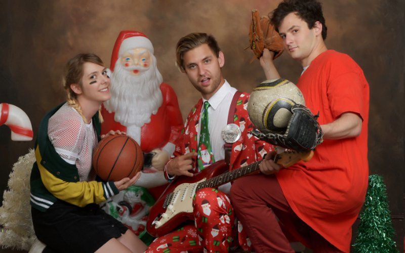 throwaway style dude york take care of christmas with halftime for the holidays - Christmas In The Northwest